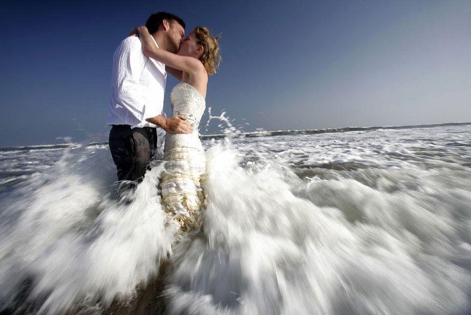 Più autocontrollo da  sposati: con il matrimonio  diminuiscono i reati